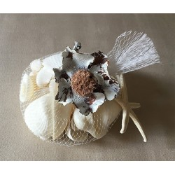 0017 NET WITH WHITE SHELLS AND COCO FLOWER per 12
