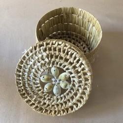 Boite ronde 10cm raphia avec couvercle coquillages par 6