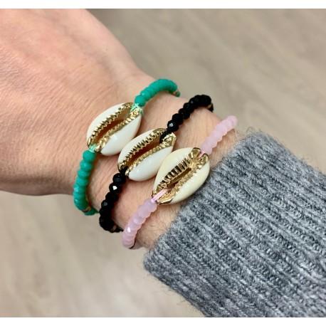 Bracelets perles et cypraea dorée couleurs assorties par 6
