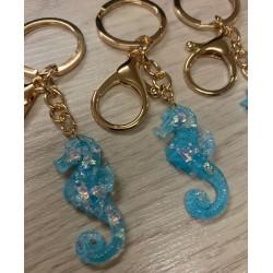 Porte clefs hippocampe bleu pailleté par 12